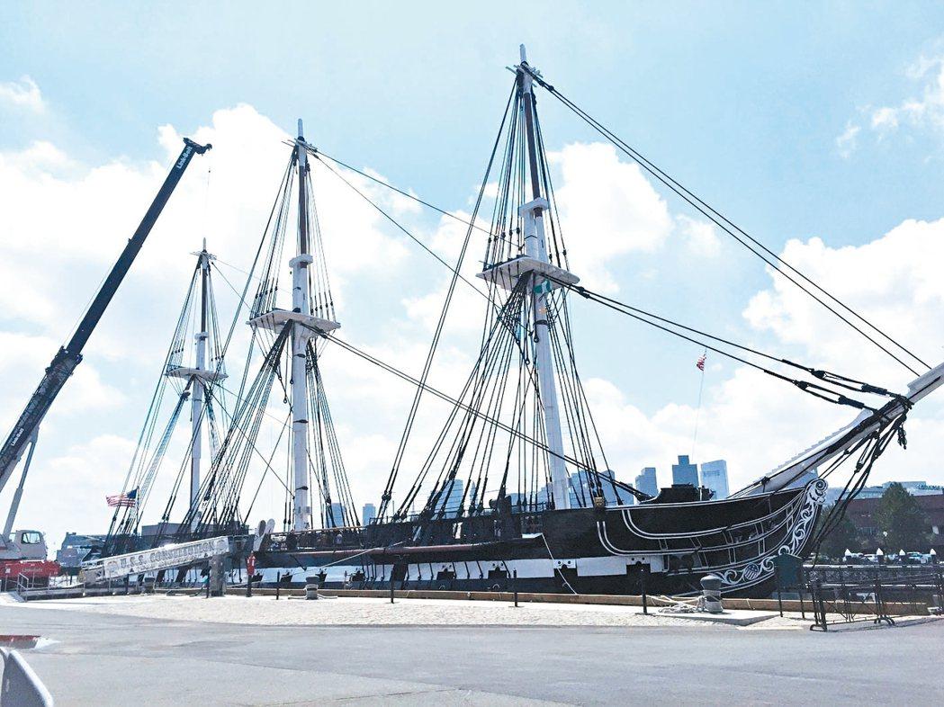 停泊在查爾斯河畔的憲法號古戰艦,歷史超過兩百多年。 記者蘇詠智/攝影