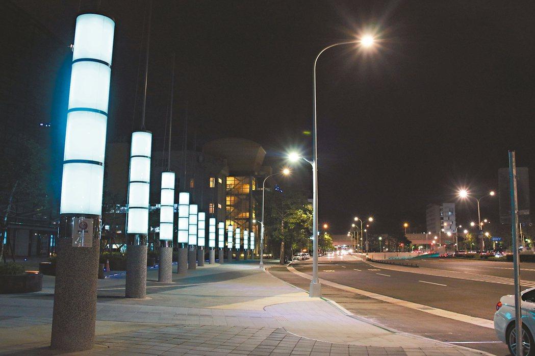 北市大馬路2萬盞高壓鈉燈將全數汰換成LED燈。 圖/北市公園處提供