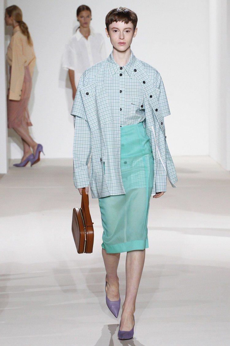 Victoria Beckham全新一季設計強調現代女人味,運用粉嫩的馬卡龍色調...