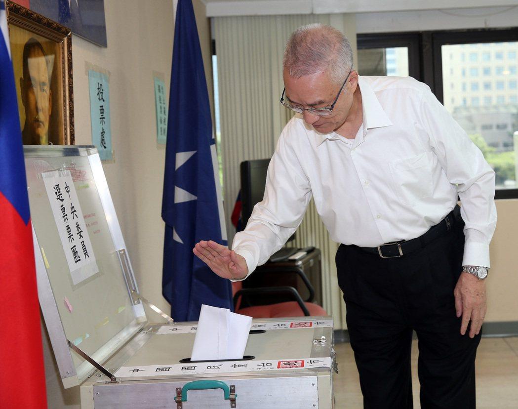 中國國民黨中央委員選舉,主席吳敦義前往投票。 本報資料照片