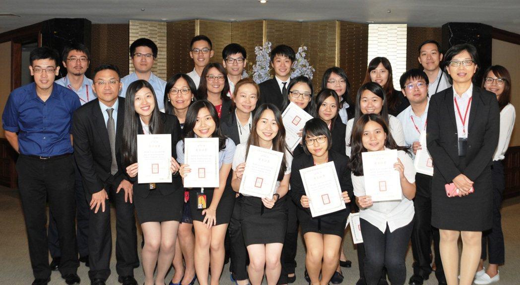 中壽青年學子實習計畫 ,透過資深輔導人制度,協助學子累積社會經驗,豐富履歷內容。