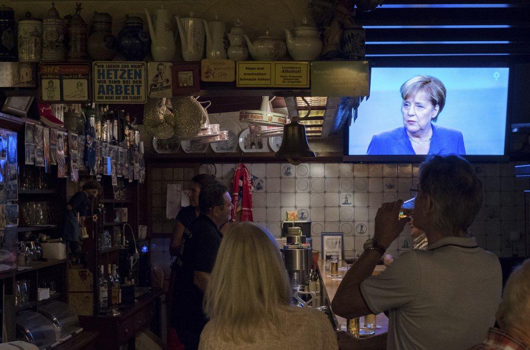 「政黨」推出的競選黨綱包括「立刻停止啤酒價格上漲」,就知道其惡搞程度。 圖/美聯...