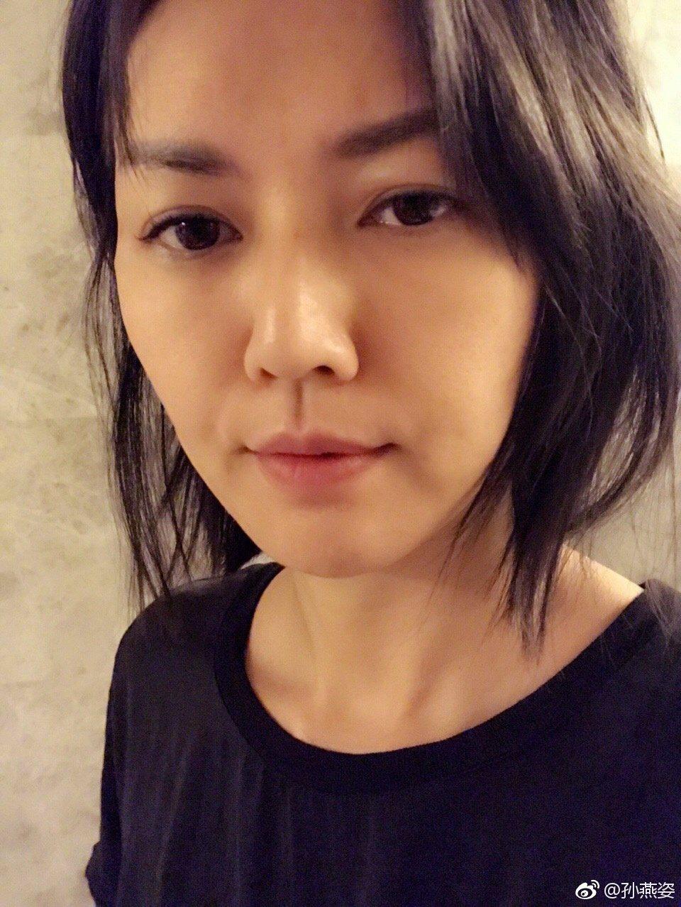孫燕姿10日曝光了張自拍照,照片中的她凍齡就像剛出道時的模樣。 圖/擷自微博