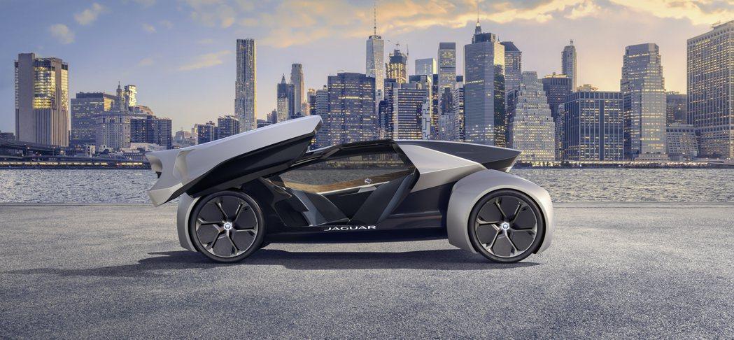 Jaguar Future-Type Concept有著狹長的車體設計。 摘自Jaguar