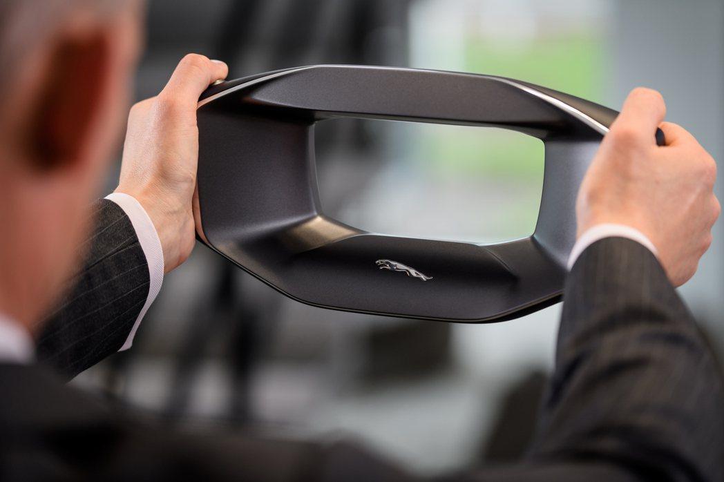 來自未來的Jaguar方向盤兼虛擬AI個人助理:Sayer。 摘自Jaguar