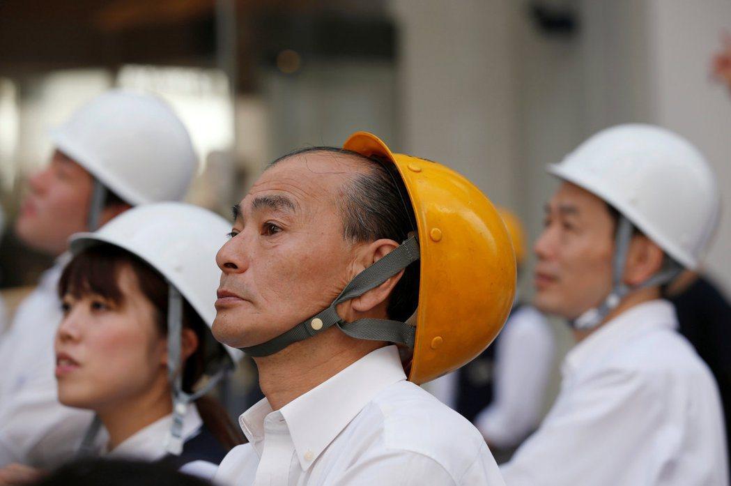 有些人認為,日本人已經習慣和平,缺乏應對武力攻擊的意識,成為了「和平白痴」。...