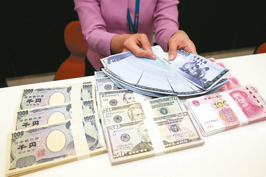 計畫性換匯,有機會比一次性換匯還划算。 本報資料照