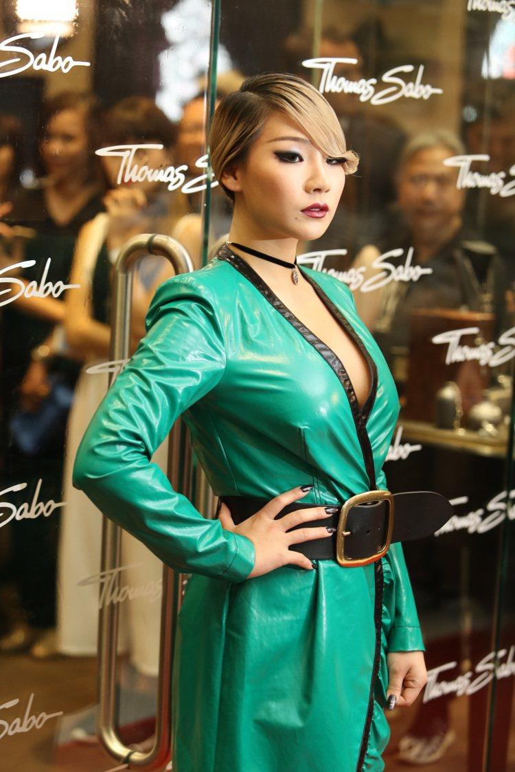 CL配戴全新「Dragon Nights」亞洲精品系列。圖/THOMAS SAB...