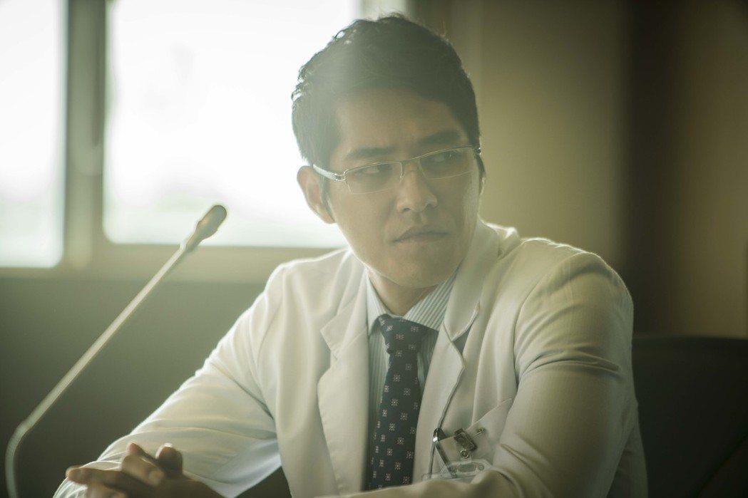 藍正龍參演「麻醉風暴2」受到討論。圖/公視提供
