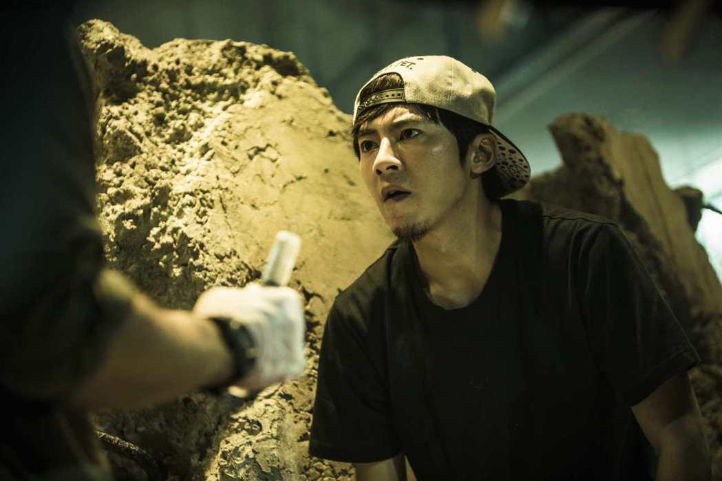 李國毅感謝拍攝「麻醉風暴2」期間,甘苦都有家人的鼓勵與支持。圖/公視提供