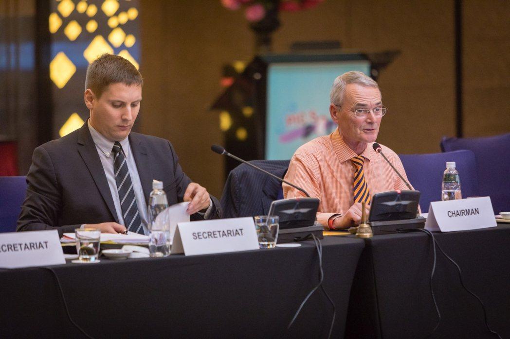 PIC/S大會主席Paul Hargreaves(右),親自出席會員大會。TFD...