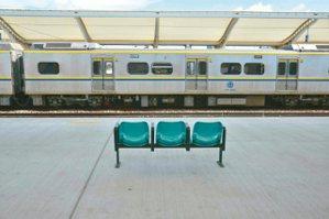 圖一、台中大慶火車站.等待。 圖╱郭澄芳攝影