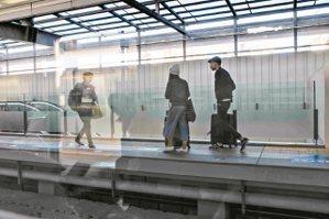 圖二、台中火車站新站.匆匆。 圖╱郭澄芳攝影