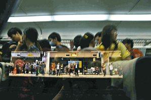 圖三、桃園高鐵站:亂。 圖╱郭澄芳攝影