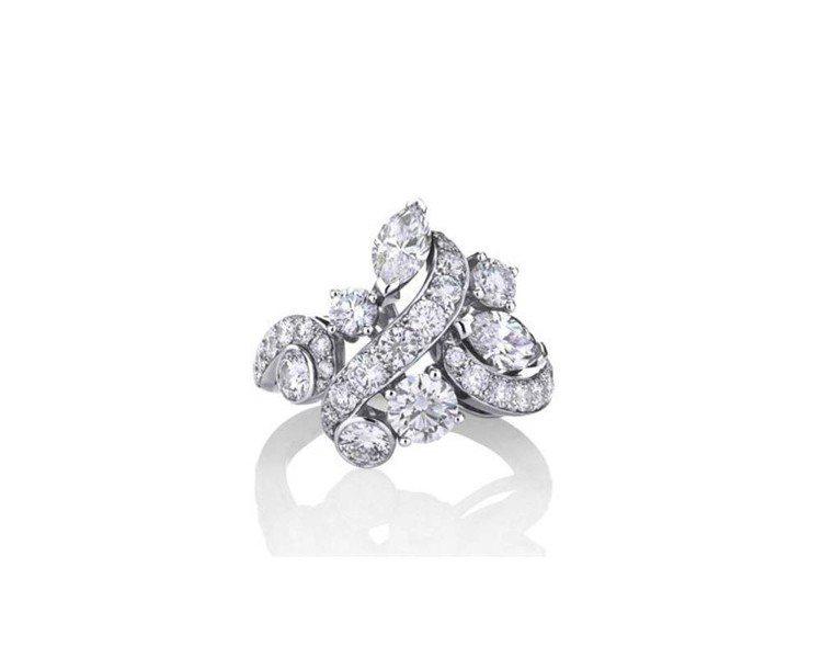 莫文蔚於雞尾酒會時配戴De Beers Adonis Rose 鑲鑽戒指,18K...