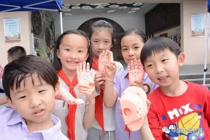 大陸小學生學習中醫知識。 圖/取自中國中醫藥報