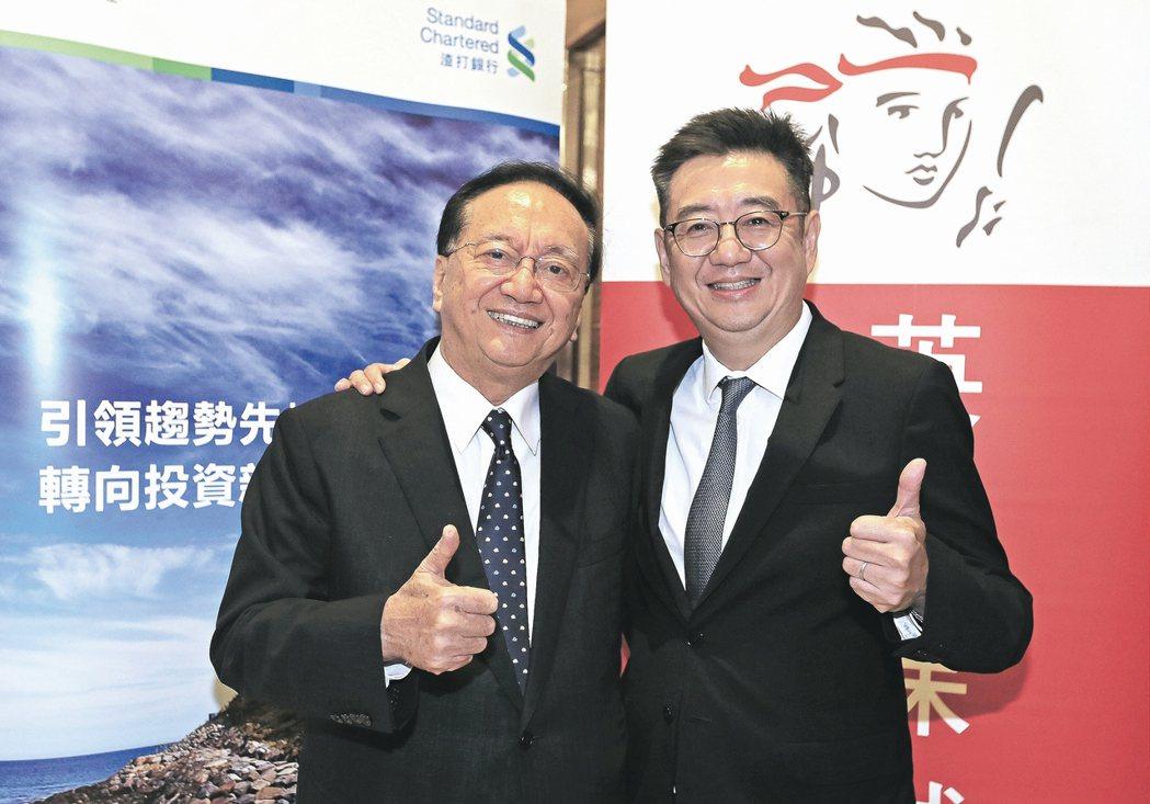 黑幼龍(左)、黑立言父子共同出席保誠人壽「學習成功」講座。 保誠人壽/提供