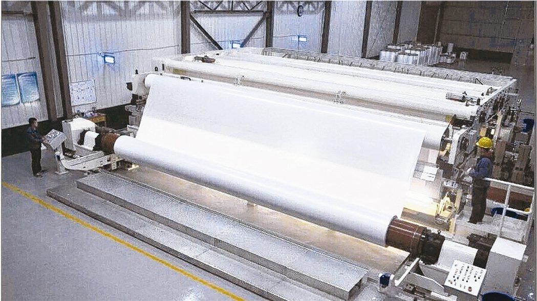 大陸紙價高漲,帶動造紙廠獲利大增。圖為大陸造紙工廠。 網路照片