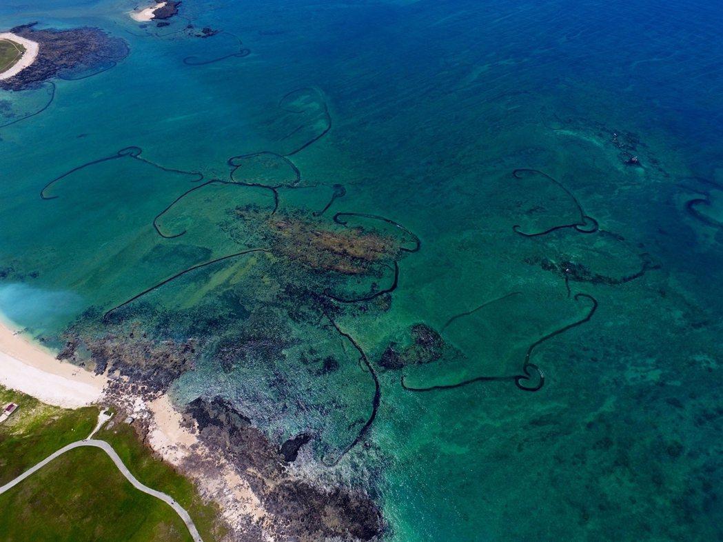 吉貝北端最密集的石滬群。 圖/作者自攝