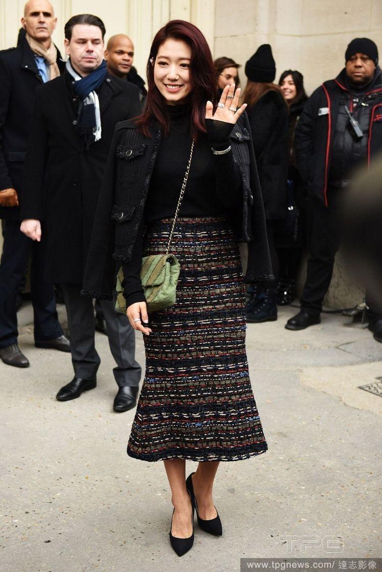 朴信惠今年初出席香奈兒2017春夏訂製服大秀時。圖/達志影像