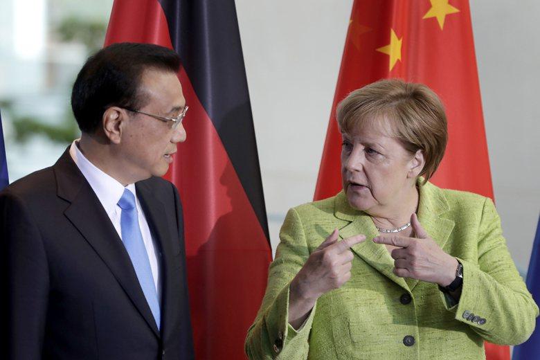 梅克爾與訪問德國的中國總理李克強表現出非常熱切的態度,大有德國即將「棄美投中」的...