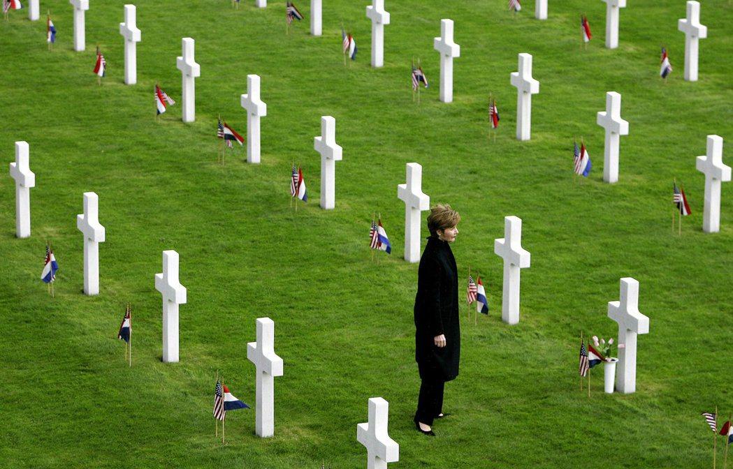 荷蘭在中央政府支持下,每一個鎮均有自己的戰爭紀念碑。 圖/法新社