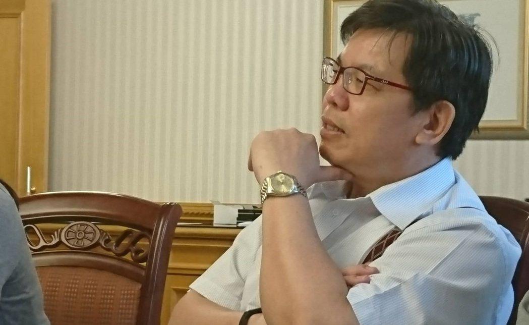 台灣私立醫療院所協會秘書長吳明彥認為,健保總額預算宜配合一例一休政策,支付合理的...