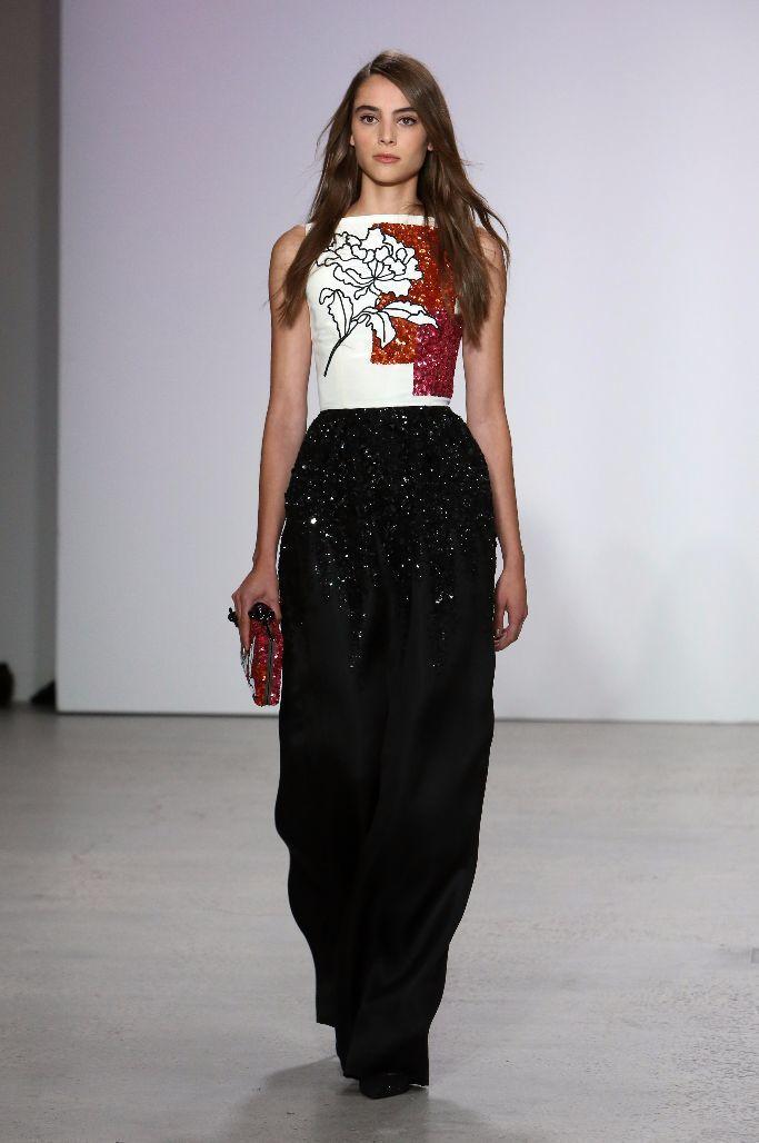 更休閒的服飾單品,加上插畫式的亮片刺繡,新創意總監讓Oscar de la Re...