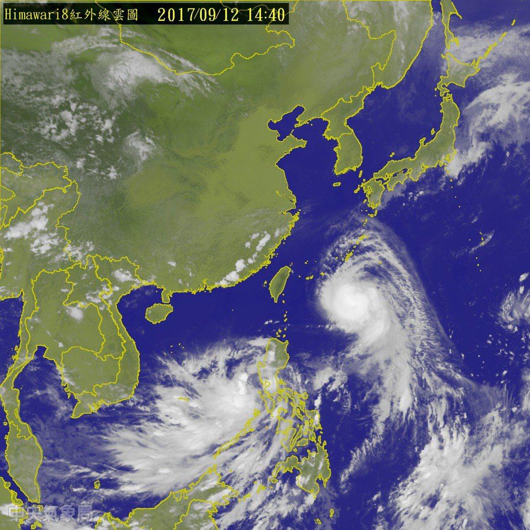 中颱泰利正逐漸靠近台灣,再沿著太平洋高壓邊緣北轉。圖/翻攝氣象局網站