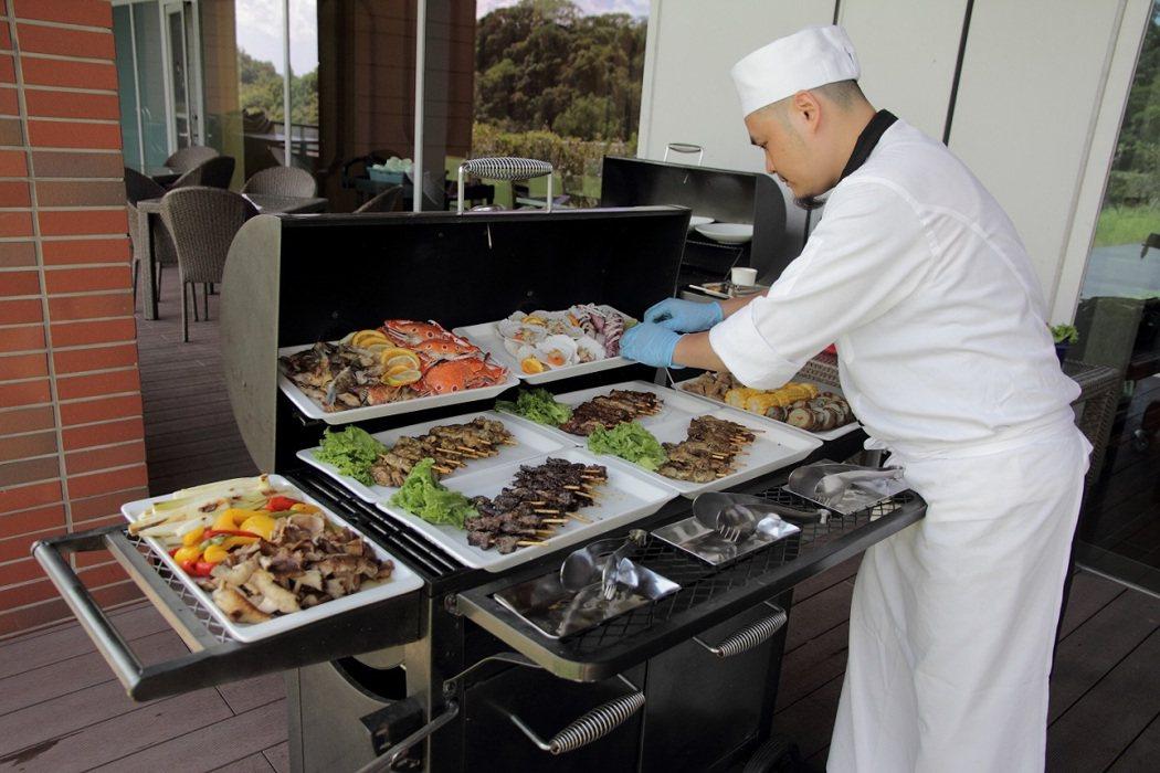 台北六福萬怡酒店舉辦戶外BBQ烤肉趴。圖/六福萬怡酒店提供
