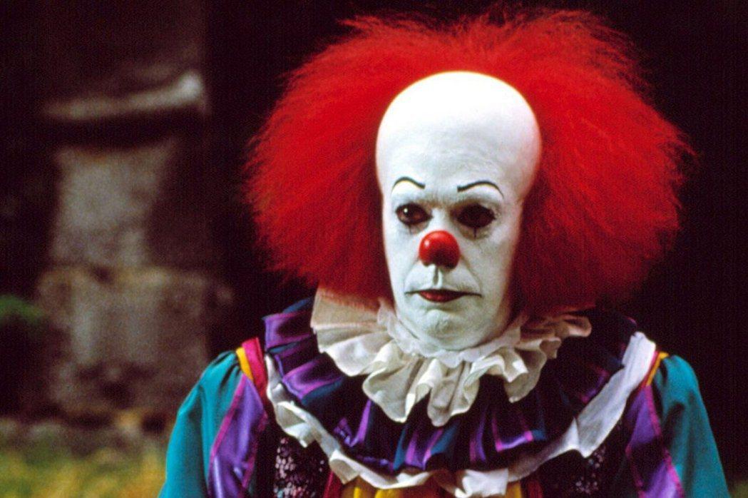 提姆柯瑞扮演的「小丑」,是許多歐美成人童年時最大的夢靨。圖/摘自imdb