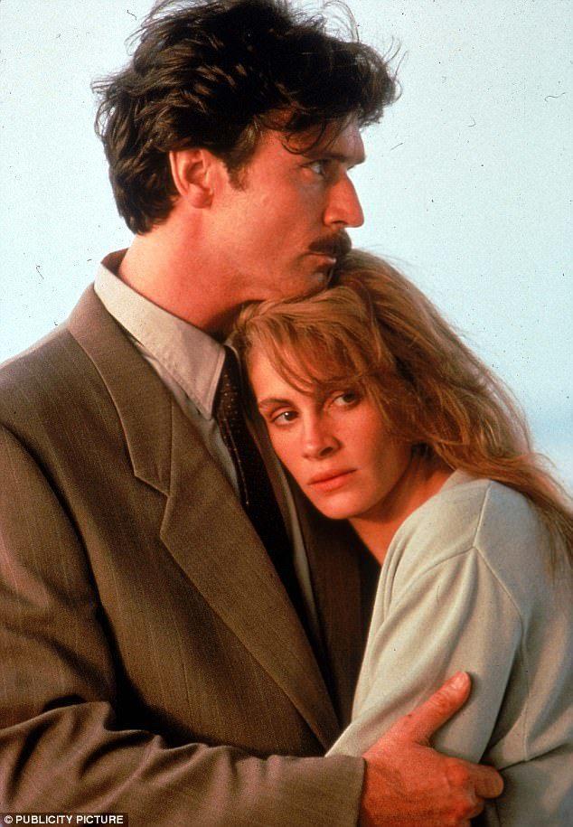 派屈克柏金因與茱莉亞羅勃茲合演的「與敵人共枕」,在好萊塢暴紅。圖/摘自Cinep...