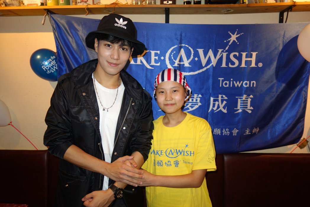 子閎(左)也邀請小瑄參加自己的生日粉絲會。圖/可米提供