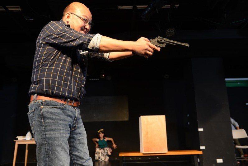 劉亮佐婚宴後,立即投入舞台劇「莊子兵法」排練。圖/故事工廠提供