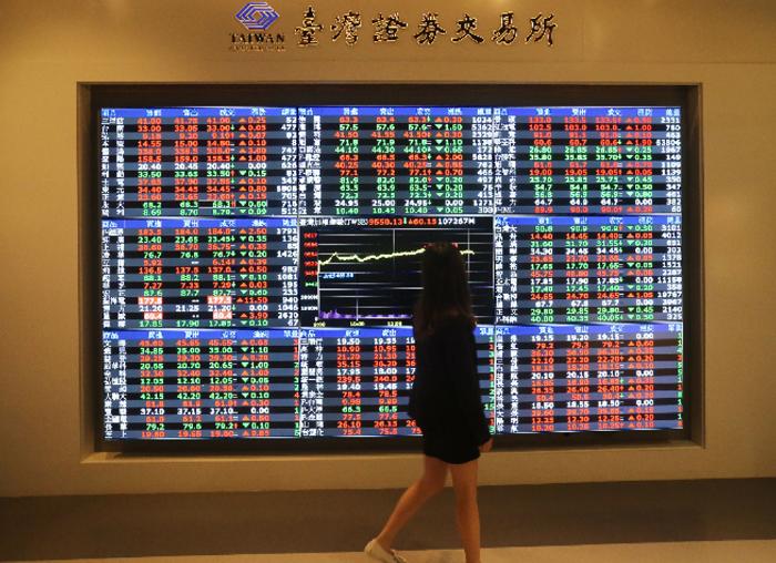 台股量能升溫,自大盤指數叩關萬點以來,上市櫃市場注意股票大幅增加,從光學到電動車...