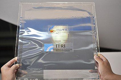 工研院的耐金屬蝕刻液保護光阻材料技術,可耐50次以上的金屬蝕刻液重複蝕刻,達到最...