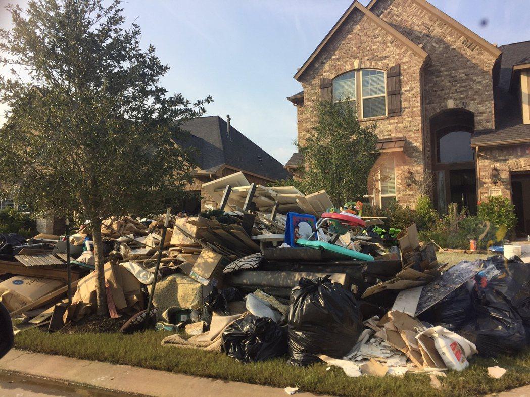 風災過後正開始重建家園,為了籌措足夠經費,休士頓市長特納計畫要提高地產稅。(記者...