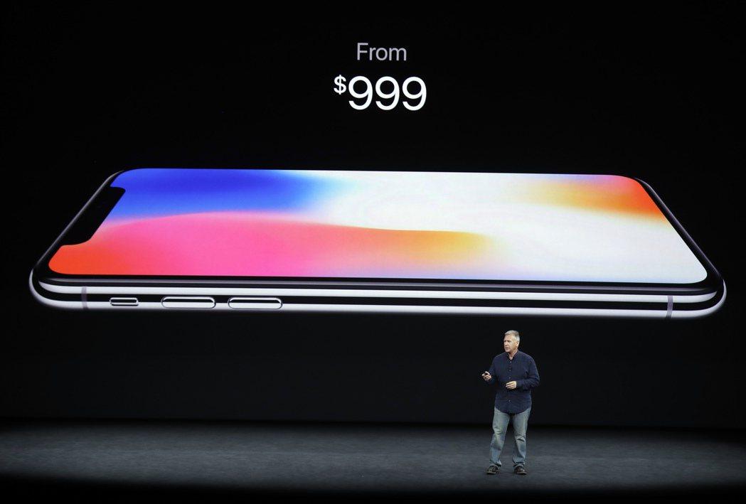 備受矚目的iPhone X售價約千元。美聯社