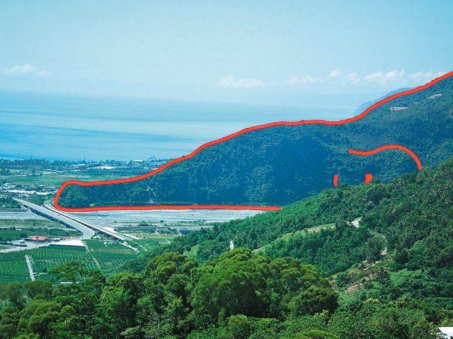 「鱷魚山」和一般鱷魚相似度百分百,有長嘴巴、前腳和身體,遊客看了都驚奇不已。
