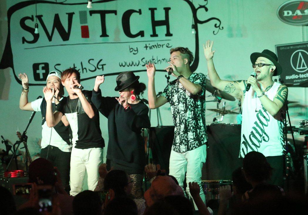 台灣樂團赴新加坡表演熱力四射,不僅讓12日晚間的「台灣之夜」獲滿堂彩,尤其,神祕