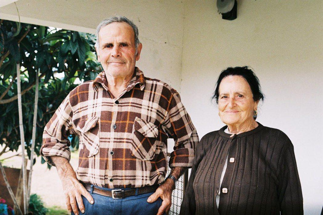 阿連特茹的居民:喬瑟和露辛達。兩人因為年事已高,把牧場大部份的動物賣掉之後,現在...