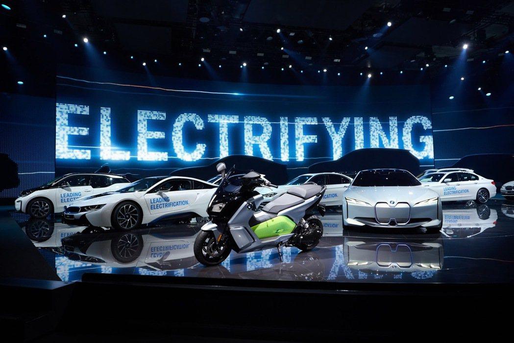 BMW計畫在2025年前推出超過25款電動車車型。 摘自BMW