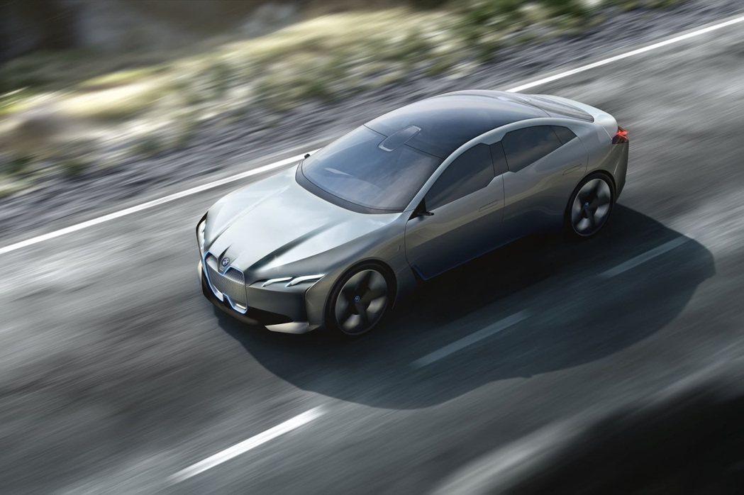 BMW i Vision Dynamics有全景式天窗設計。 摘自BMW