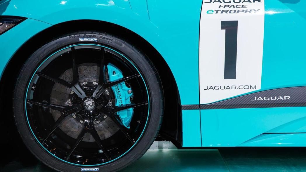 Jaguar I-Pace eTrophy 鋁圈與剎車卡鉗。 摘自Jaguar