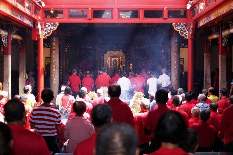 義民爺是客家人重要的信仰,也是其共同祖先的化身。圖為2017義民祭各庄頭迎請義民...