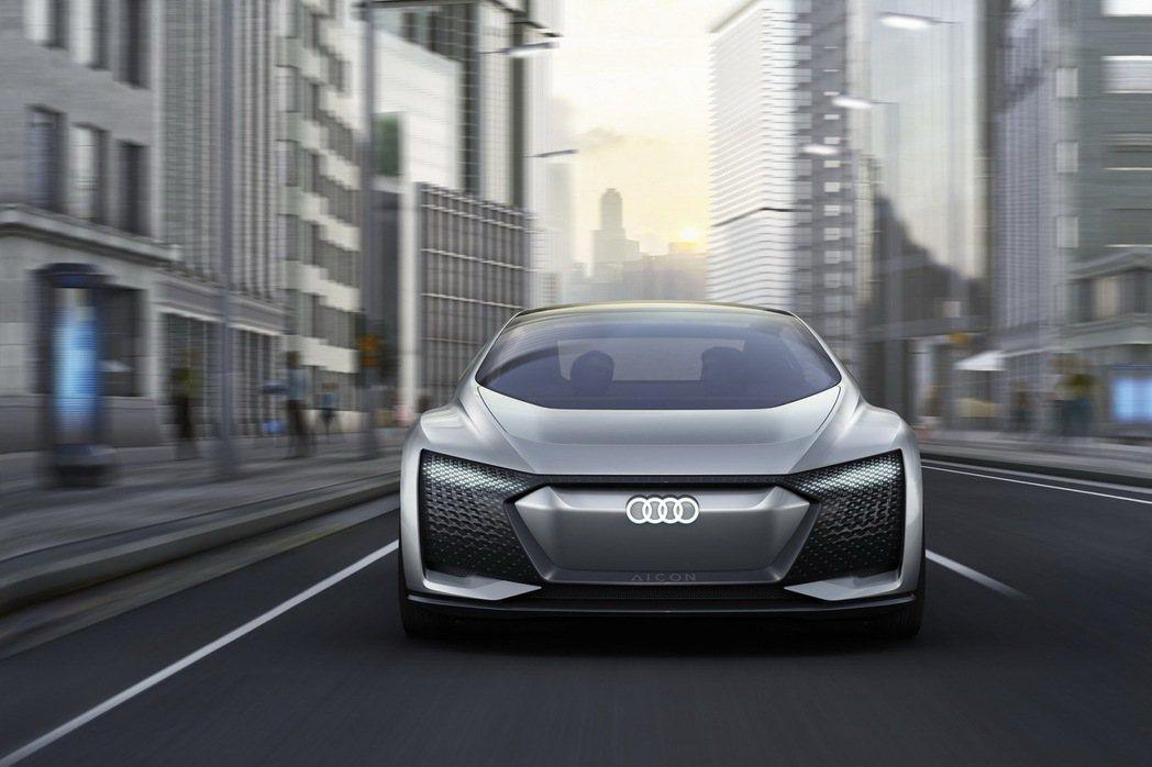 Audi Aicon concept car集結前衛設計語彙、最先進的自動駕駛技術與強勁的純電動力科技,展現Audi造車工藝與科技研發新巔峰。 圖/台灣奧迪提供
