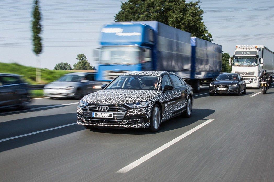 AUDI AG 正式宣布具體實現Level 3自動駕駛技術於量產車型上,創新Audi AI traffic jam pilot塞車自動駕駛系統將率先搭載至品牌旗艦全新世代Audi A8上。 圖/台灣奧迪提供