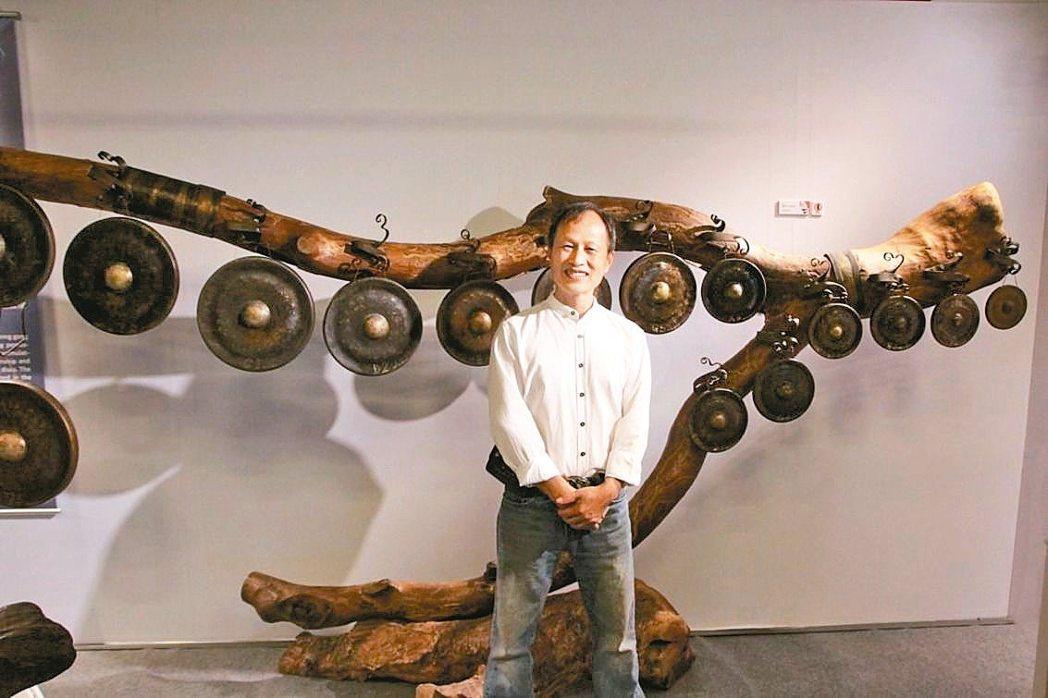 「因為音樂—音樂人類學特展」有多種特殊樂器,臺灣資深銅鑼工藝家吳宗霖也借出作品。...