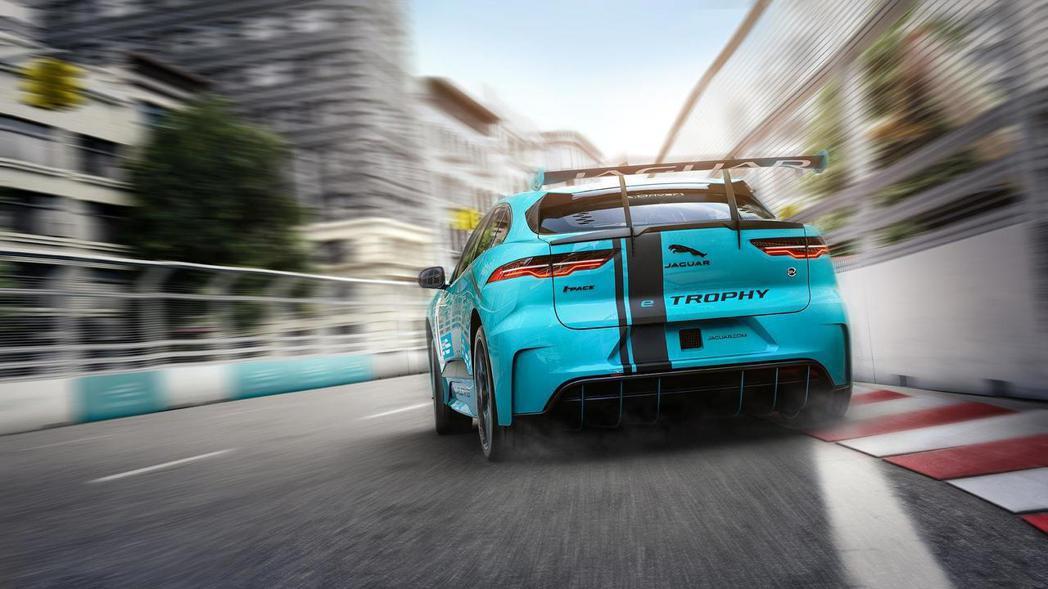 Jaguar I-Pace eTrophy是FIA首支認證的純電CUV賽車。 摘自Jaguar