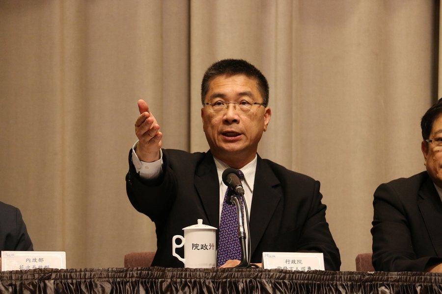 行政院發言人徐國勇解釋,股市萬點自5月底來已穩定,證交稅可增70億元歲入,各部會...